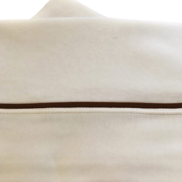 Suave juego de sábanas 100% Algodón Pima para cuna de madera hasta de 1.40 mts x 0.80 mts y cunas Pack and Play. Su diseño con fuelle y elástico en la sábana inferior, además de su tejido de punto, permiten ajustarse a distintas dimensiones y alturas de colchón. Sus medidas son: 145 cms largo x 85 cms ancho, fuelle de 20 cm. Este incluye: 1 Sábana Bajera con elásticos de ajuste 1 Sábana Superior con aplicación 1 Funda Almohada con aplicación Su composición 100% Algodón Pima lo evita el exceso de transpiración nocturna, evitando las molestas alergias. Su textura es ultra suave, brindando confort y comodidad a la hora de dormir. No forma peeling y mantiene su forma original. Elige calidad y suavidad, elige Moonwear.