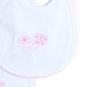 Práctico Conjunto que incluye un babero y una mantita de 18 cm x 32 cm, ambos con bordado. Al estar forrados de toalla permiten atrapar la humedad. Su composición 100% Algodón Pima brindan máxima suavidad y protección de la delicada piel de tu bebé. Resistencia, calidad y durabilidad. Ideal para las primeras etapas de tu bebé.